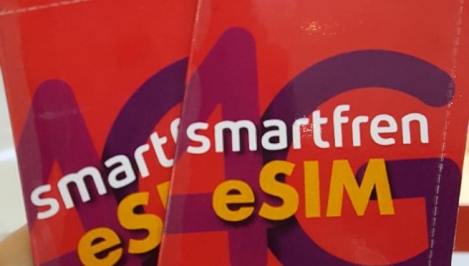 Pertama di Indonesia, eSIM diluncurkan smartfren
