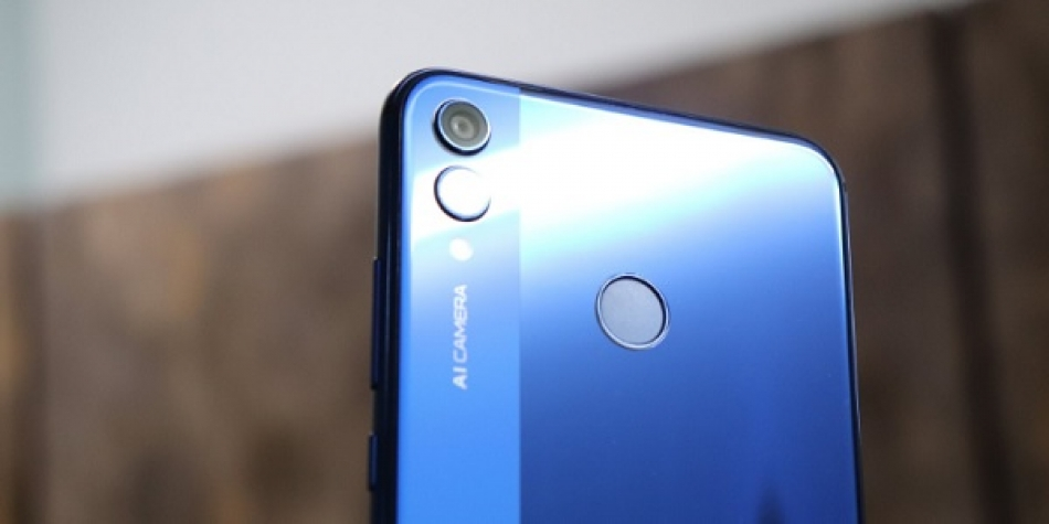 Xiaomi Redmi Note 6 Pro vs Huawei Honor 8X bagus mana